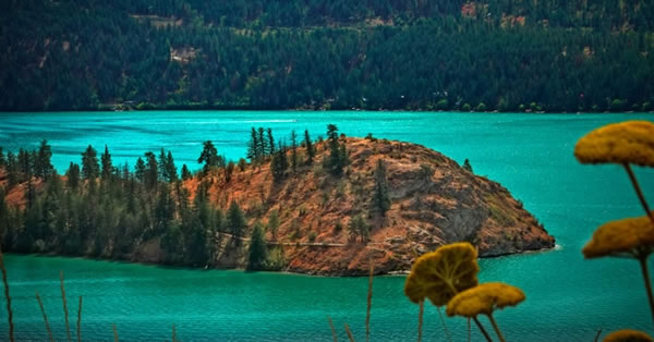 Colour-defying Lakes in Vernon BC